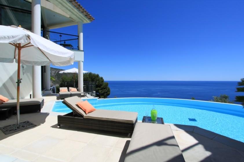 Nice villa en bord de mer 13 villa luxe mer piscine for Villa espagne piscine bord de mer
